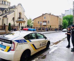 У Франківську таксист побив п'яних пасажирок