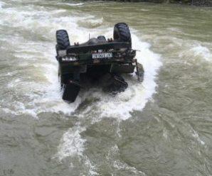 На Івано-Франківщині вантажівка з туристами перекинулася у воду, троє осіб загинуло (Фото,Відео)