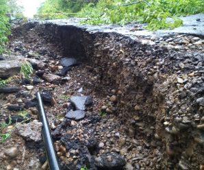 У Калуші через опади обвалилася вулиця. ФОТО