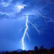 На Тернопільщині блискавка влучила в будівлю – травмовано п'ятеро дітей