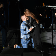 Франківець освідчився коханій просто на сцені перед виступом гурту KAZKA. ФОТО