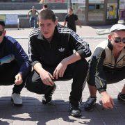 Гоп-стоп у Франківську: двоє чоловіків і жінка побили та пограбували перехожого