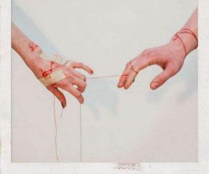 Фотограф показала відносини людей за допомогою одних лише рук