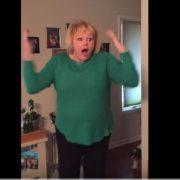 Більше 10 млн. переглядів: реакція мами, яка зрозуміла, з ким прийшов додому її син(відео)