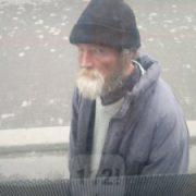При виїзді з Франківська невідомий чоловік кидається під авто