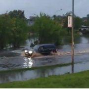 Дороги у воді та фекаліях: в Івано-Франківську через дощ вулиці перетворились на ріки (фото+відео)