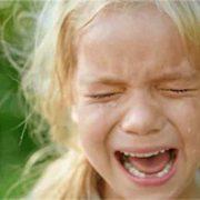 """""""Біля тіла батька ридало троє дітей"""": Чоловік скоїв самогубство на очах у малолітніх дочок і сина"""