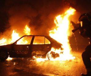 Дворічна дитина загинула у палаючому авто: «батьки залишили і пішли», кадри