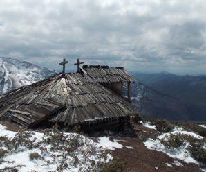 В Карпатах віднайшли старовинну колибу на висоті 1600 м