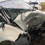 На Прикарпатті автомобіль злетів з дороги та врізався у дерево. Водій перебуває у важкому стані