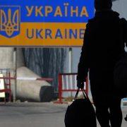 Виїхати працювати за кордон хоче один з десяти українців – соцопитування