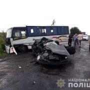 У ДТП потрапили легковик і автобус: є загиблі (фото)
