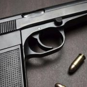 У Франківську чоловік з'ясовував стосунки за допомогою пістолета