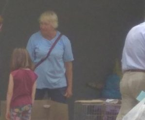 У Івано-Франківську жінка продає собак, які можуть і не належати їй (фотофакт)