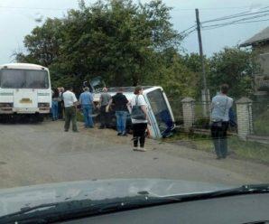 На Прикаратті перекинувся рейсовий автобус (ФОТО)