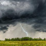 На Прикарпатті оголошено штормове попередження: Насувається негода