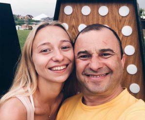 Відомий співак покинув дружину заради молодої коханки: фото обраниці