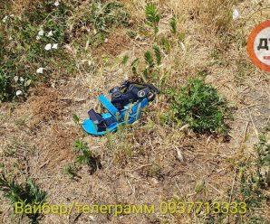 Мати лише відвернулась: у дворі будинку знайшли мертвим 7-річного хлопчика (фото, відео 18+)