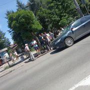 "На Бандери ""Toyota Camry"" збила чоловіка на пішохідному (ФОТОФАКТ)"