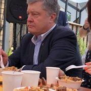 Їдять з пластикового посуду: у мережі показали ФОТО сумних Марини та Петра Порошенків…  admin