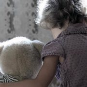 Горе-батьки: на Прикарпатті виявили дві сім'ї, які занедбали догляд за дітьми