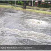 Чернівці стали Венецією після страшної зливи: промовисті відео