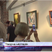 Парфуми, твори та живопис: у Франківську відкрили виставку абстракцій (відео)