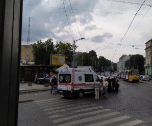 У центрі Львова серед білого дня прикарпатець порізав ножем перехожого