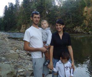 В мережі з'явилось відео з похорону жінки, яка втратила двох синів у ДТП на Долинщині. ВІДЕО 18+
