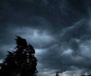 Гроза та сильний вітер: Прикарпатців попереджають про зміну погоди