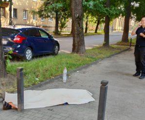 У Франківську посеред вулиці помер чоловік
