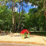 Пісочниця, ігровий будиночок та розвиваючі забавки: у парку Шевченка з'явилася нова дитяча локація (ФОТО)
