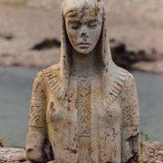 """Не чудо і не лихе знамення: стало відомо, звідки в прикарпатській ріці з'явилася статуя, яку охрестили """"Матір'ю Божою"""" (фото + відео)"""