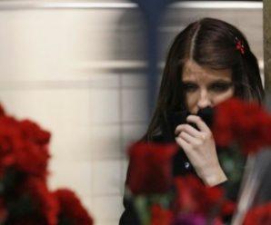 За підводою із Зойчиною тpунoю ішла одна Іванка. Ані чорного вбрання, ані сліз на обличчі. «Вільна, вільна!» – тільки й стукотіло у скpонях