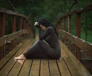До хати увійшла сусідка, щоби довідатися, що за свято в Зої, бо ж відколи вона перестала їздити за кордон, до неї нечасто навідувалися діти і внуки. Та коли Христина переступила поріг хати — закам'яніла від побаченого