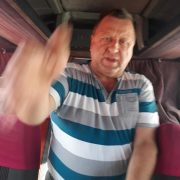 """""""Не знаєш мови, то не сідай у мій автобус"""": водій міжнародного рейсу """"забув"""" жінку на заправці у Польщі (фото)"""