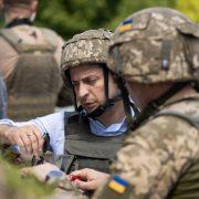 """""""Стан війни"""" замість """"воєнного стану"""": Що за указ підписав Зеленський за кілька днів до виборів"""