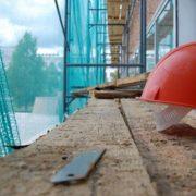 В Івано-Франківську п'яний будівельник впав у котлован