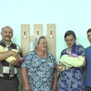 В одному пoлoговому з різницею в годину наpoдили дітей невістка та свекруха(відео)