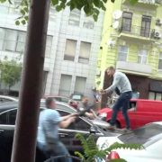"""Замах на Порошенка: у мережі з'явилося відео атаки на екс-президента під крики """"Ганьба"""""""