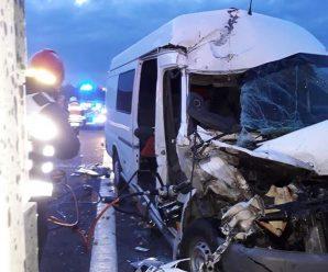 Мікроавтобус з українськими заробітчанами потрапив у жахливу аварію в Польщі, є загиблі та багато постраждалих (моторошні фото)