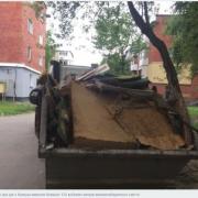 Старі меблі, матраци, бетонні плити. У Калуші ліквідовують стихійні сміттєзвалища. ФОТО