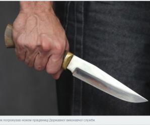 Прокуратура повідомила про підозру зловмиснику, який напав з ножем на держслужбовця