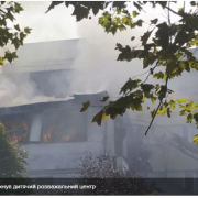 На Одещині знову пожежа: у Чорноморську горить дитячий розважальний центр – фото і відео