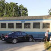 Стали вдомі подробиці ДТП на Коломийщині, у якій авто протаранило потяг (фото)