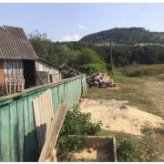 Не говорить і втікає від людей: у селі на Прикарпатті волонтери знайшли дитину-мауглі (фото)