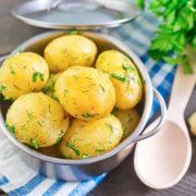 Меню бідності на Прикарпатті: більше картоплі, менше — м'яса і риби
