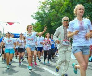 Ярн-бомпінг, пробіг у вишиванках та Pіanoboy: чим дивуватиме Франківськ на День Незалежності та День Прапора