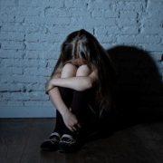 Запрошував дівчинку у гараж: 11-річний хлопчик розбещував малолітню дівчинку