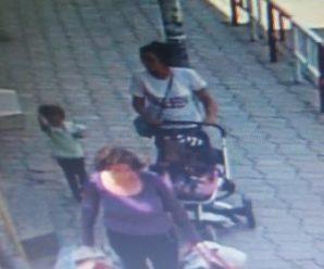 У Коломиї жінки викрали дитячий візок: поліція просить впізнати підозрюваних